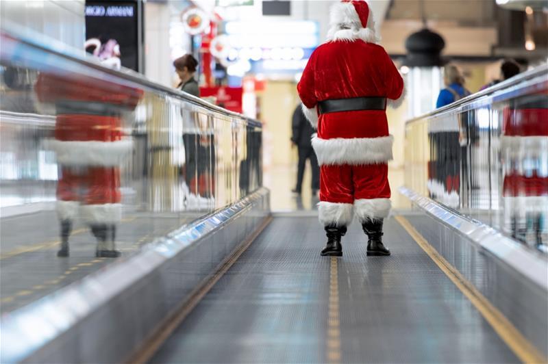 Santa at DXB (1024x682)